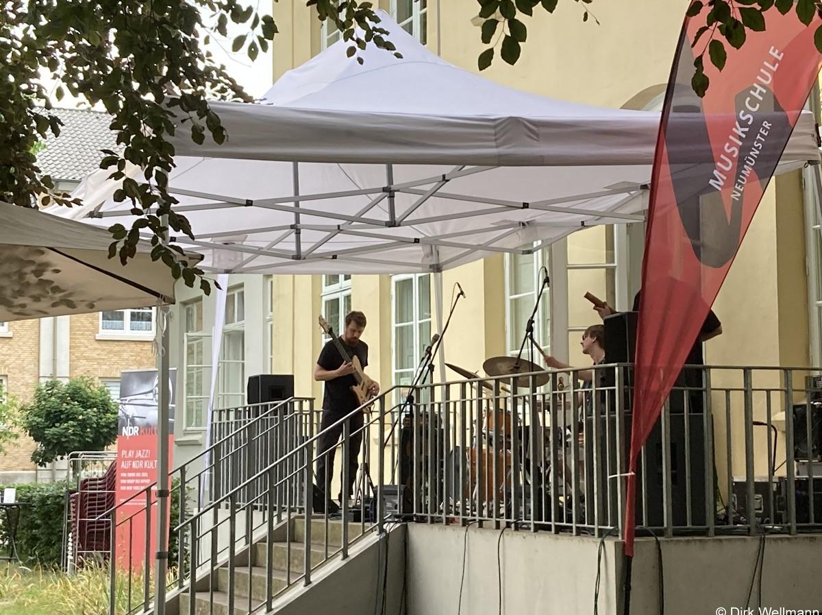 Terrassenkonzert mit Gästen Ensamble Entrophie 18. Juni 2021